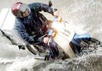 Με ευθύνη της κυβέρνησης να απαγορευτεί άμεσα η διανομή με μηχανάκι στις ακραίες καιρικές συνθήκες